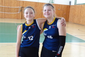 Hnúšťanky Ema Boľfová (vľavo) a Tamara Vrábľová hrali za výber oblasti.