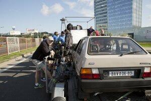 Červený kapitán je najtrikovejší slovenský film. Filmári museli stvoriť Bratislavu zo začiatku 90. rokov.