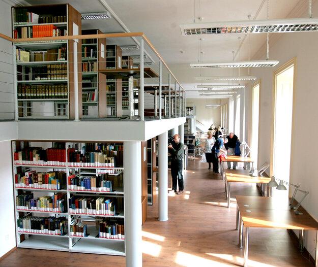 Do povinnosti archivovať knihy spadajú aj detektívky, omaľovánky či nálepkové knihy.