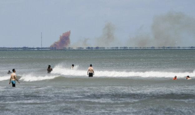 Dym vychádzajúci z kozmickej lode bolo vidieť zo vzdialenosti niekoľkých kilometrov.
