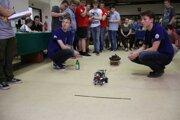 Mnohých študentov robotika fascinuje.