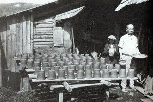 Hrnčiarska dielňa majstra Javorka z prvej polovice 20. storočia.
