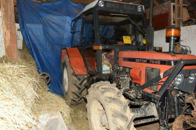 Ukradnutý traktor polícia vypátrala.