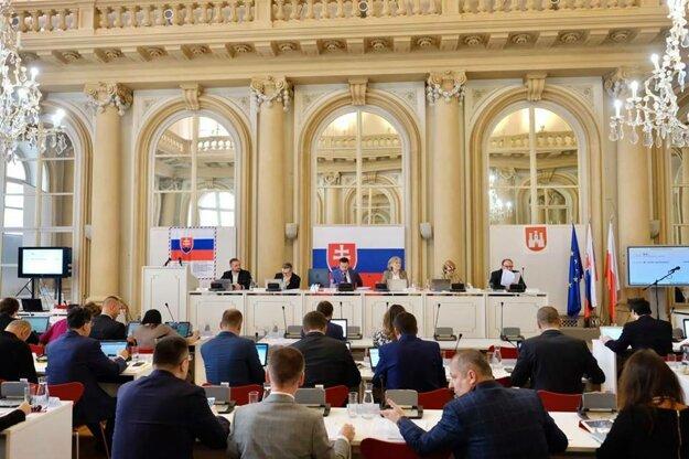 Mestské zastupiteľstvo Bratislavy zasadá v Primaciálnom paláci.