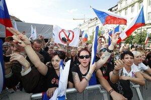 """Demonštrácia v Prahe proti """"diktátu Európskej únie""""."""