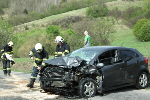 Po zrážke skončili obaja vodiči v nemocnici.
