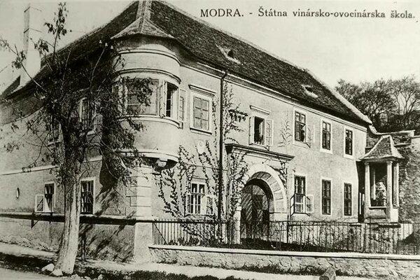 Vinársko-ovocinárska škola v Modre.