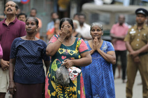 Davy ľudí stáli v sobotu v rade, aby vyjadrili sústrasť vdove po hrdinovi, ktorá je učiteľkou nedeľnej školy.