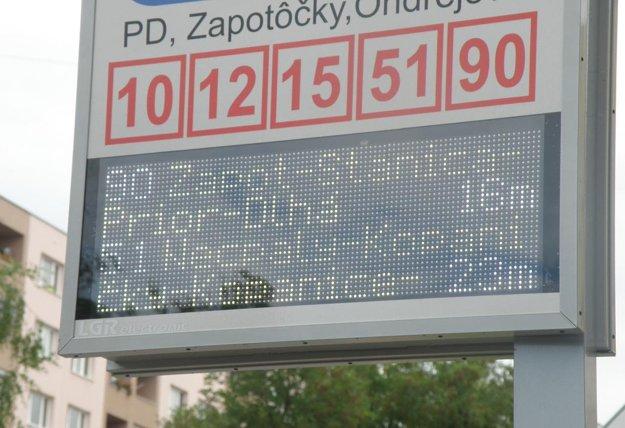 Interaktívny panel ukazuje, za aký reálny čas príde autobus na zastávku.
