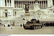 Február 1944: Jediná jednotka Tiger, ktorá išla do Ríma. (kolozrizovaná archívna fotografia)