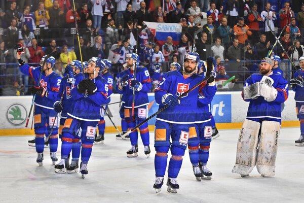 Na snímke hráči Slovenska oslavujú víťazstvo 6:1 v prípravnom zápase pred hokejovými MS 2019 Slovensko - Veľká Británia v Poprade 4. mája 2019.