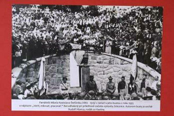 Pamätník Milana Rastislava Štefánika v obci Záriečie v Púchovskom okrese slávnostne odhalili 14. júla 1935 (na dobovej snímke).