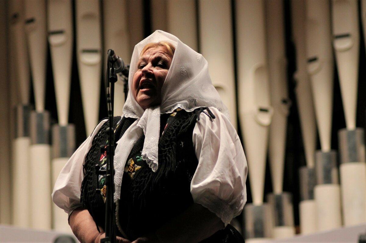 899101635a20 Speváčka Helena Zahradníková  V piesňach sa ľudia žalujú z ťažkého ...