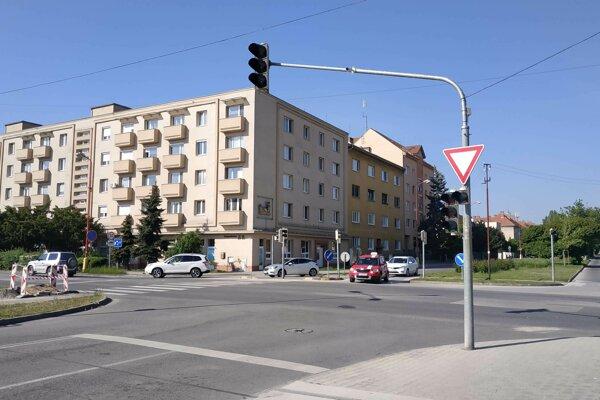 Semafory na Hospodárskej sú vypnuté pre výmenu poškodeného návestidla.