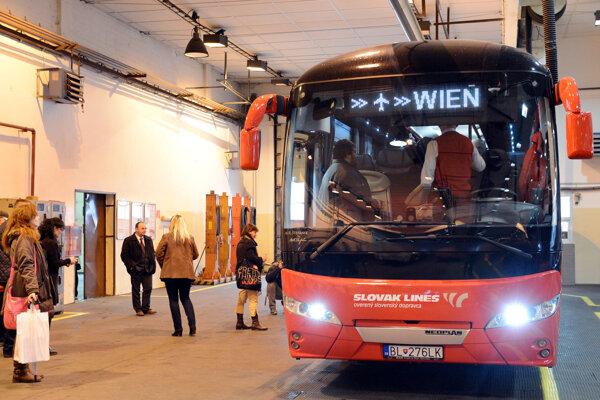 Najväčší nápor Slovak Lines očakávajú na linke Bratislava - letisko Viedeň-Schwechat.