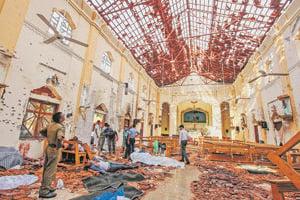Kostol zdemolovaný po útokoch na Srí Lanke.