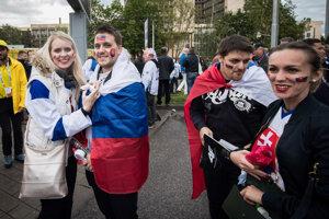 Fanúšikovia Slovenska pred zápasom proti USA na MS v hokeji 2019.