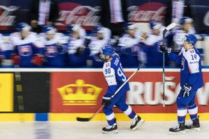 Oslava gólu slovenských reprezentantov v zápase proti Fínsku na MS v hokeji 2019.