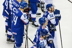 Slovenskí hokejisti po prehre s Fínskom na MS v hokeji 2019.