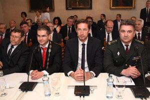 Hostia v rokovacej sále počas výjazdového rokovania 155. schôdze vlády SR v Hanušovciach nad Topľou.