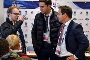 V rozhovore s generálnym sekretárom SZĽH Miroslavom Valíčkom (v strede) a prezidentom zväzu Martinom Kohútom.