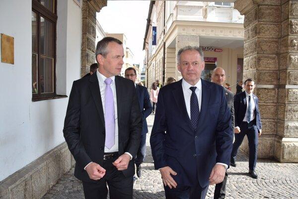 Primátor Peter Fiabáne (vľavo) sprevádzal prezidenta Andreja Kisku pri prechádzke mestom.