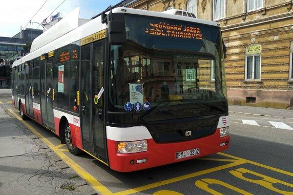 Parciálny trolejbus SOR TNB 12, ktorý bude Dopravný podnik mesta Košice mesiac testovať.