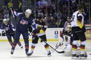 Momentka zo zápasu Nemecko - USA na MS v hokeji 2019, James van Riemsdyk sa raduje z gólu.