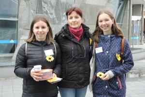 Členom trenčianskeho klubu so zbierkou pomáhali študenti.