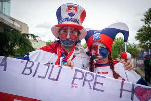 Slovenský fanúšikovia pred zápasom Slovensko - Dánsko na MS v hokeji 2019.