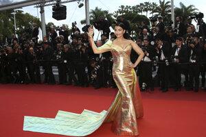 Herečka Aishwarya Rai Bachchan pózuje fotografom počas príchodu na premiéru filmu A Hidden Life