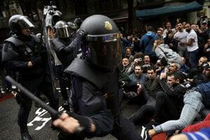 Policajný zásah proti referendu.
