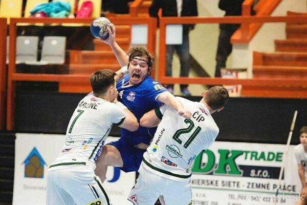 Tomáš Vallo (v modrom) dal Prešovu jedenásť gólov, čo bola polovica všetkých gólov MŠK.