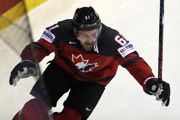 Mark Stone oslavuje víťazný gól v zápase Kanada - Švajčiarsko na MS v hokeji 2019.