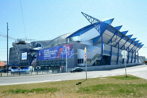 Steel Aréna už kapacitne na ďalší hokejový šampionát nestačí.