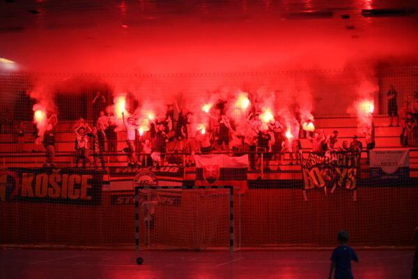 V prvom zápase baráže o extraligu bola v Košiciach ohnivá atmosféra.