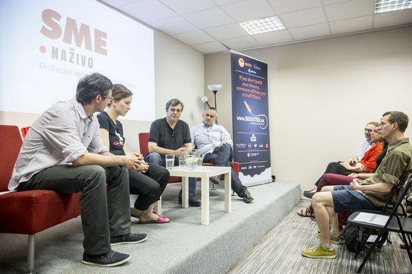 V bratislavskom The Spot sa rozprávali genetička Barbora Izrael Vlková, biológ a bioetik Peter Sýkora a teológ Miroslav Kocúr.