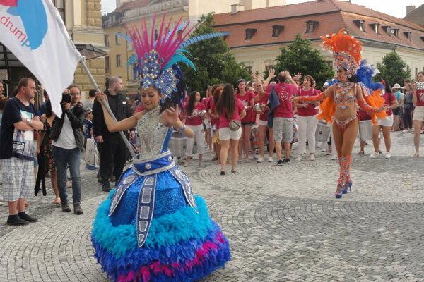 Karnevalový sprievod na jednom z minulých ročníkov festivalu.