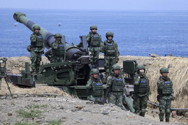 Taiwanskí vojaci počas cvičenia.