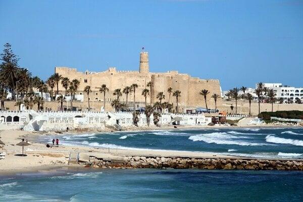Pláž v Monastire a Ribat