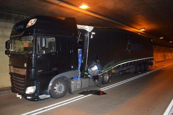 Kamión po nehode.