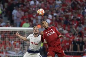 Virgil van Dijk (vpravo) a Harry Kane vo finále Ligy majstrov 2018/2019 Liverpool - Tottenham.