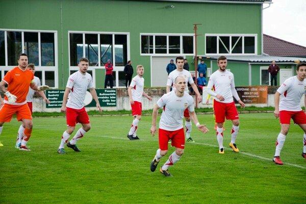 Futbalisti Starej Ľubovne doma nezužitkovali početnú výhodu a iba remizovali so Záhradným 1:1.
