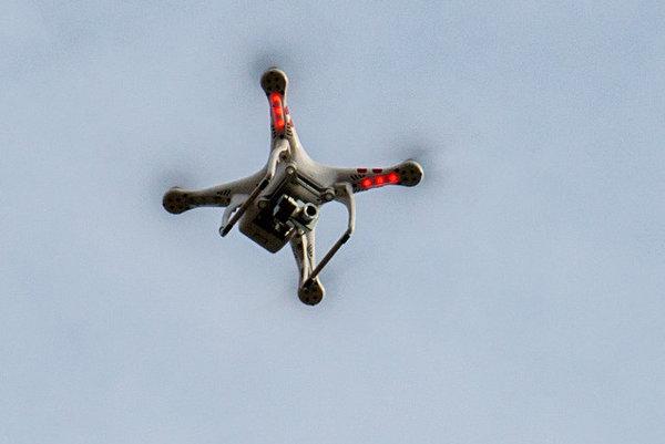 Špeciálne upravené drony budú na pretekoch v Dubaji lietať až rýchlosťou 150 kilometrov za hodinu.