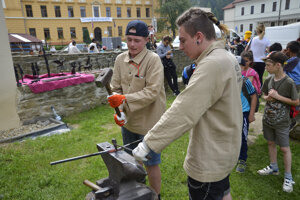 Študenti odboru Umelecké kováčstvo.