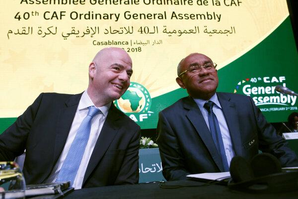 Ahmad Ahmad (vpravo) a prezident FIFA Gianni Infantino.