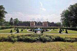 Francúzska záhrada hodkovského kaštieľa.