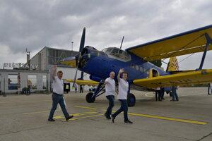 Leteckí nadšenci z Czech Spitfire Club odleteli do poľského mesta Deblin na historickom dvojplošníku Antonov An-2.