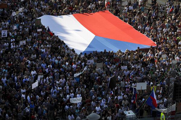 Začiatkom júna sa na Václavskom námestí zhromaždilo asi 120-tisíc protestujúcich.
