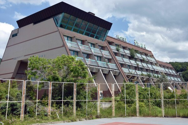 Bývalý hotel Šírava na Zemplínskej šírave.